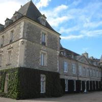 - Quelle est l'orientation de cette façade du château ?